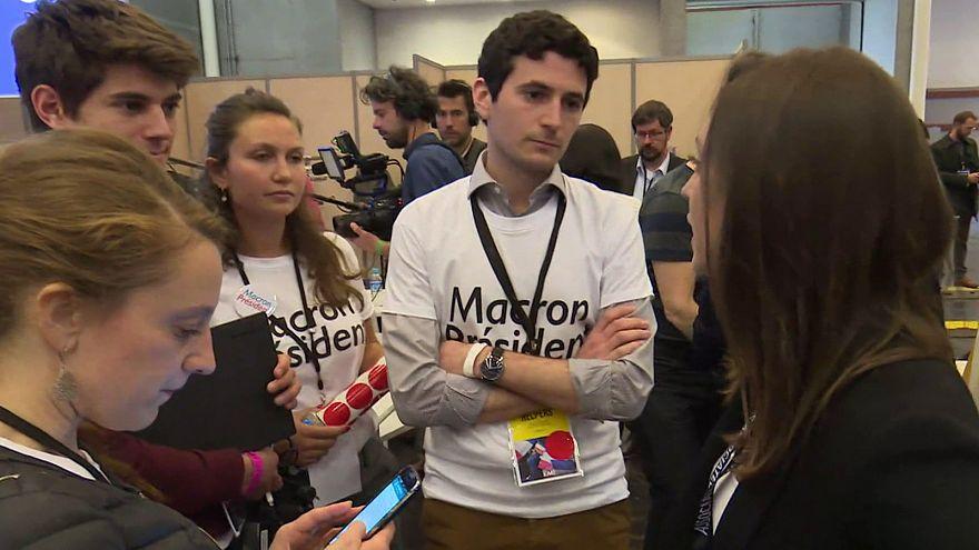 """Francia: i giovani """"helpers"""" protagonisti della campagna di Emmanuel Macron"""