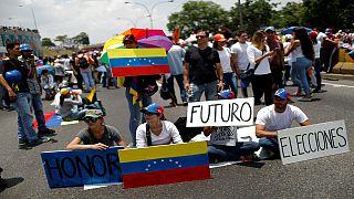 معترضان در ونزوئلا خیابان ها را بستند