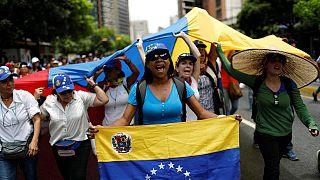 المحتجون يواصلون الاعتصامات في فنزويلا