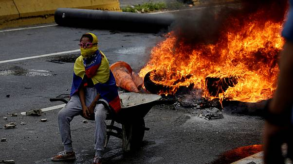 Venezuela: at least three dead as anti-government protests continue