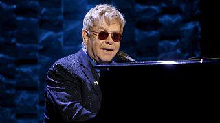 Intenzíven volt Elton John