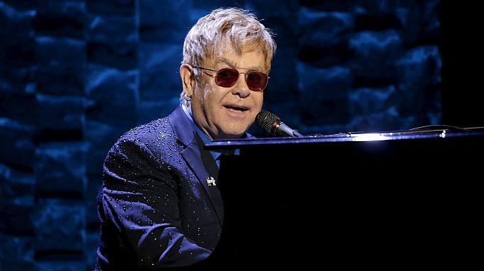 Elton John tehlikeyi atlattı