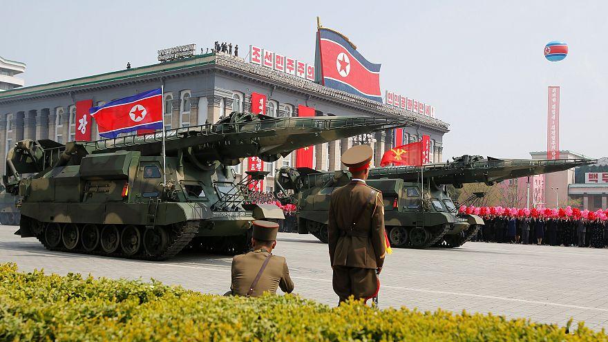 كوريا الشمالية تستخدم المدفعية الثقيلة لاحياء الذكرى ال85 على تأسيس جيشها