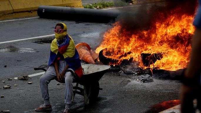 فنزويلا: سقوط 3 قتلى في الاحتجاجات المتواصلة ضد مادورو
