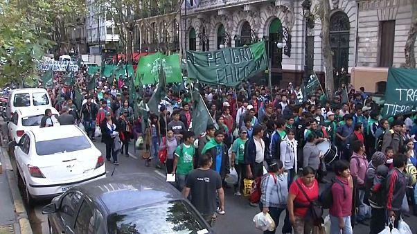 الارجنتين: مظاهرة خضراء احتجاجاً على الازمة الاقتصادية