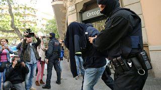 اسبانبا: مداهمات و اعتقالات لأشخاص يشتبه بتورطهم في هجمات بروكسل العام الماضي