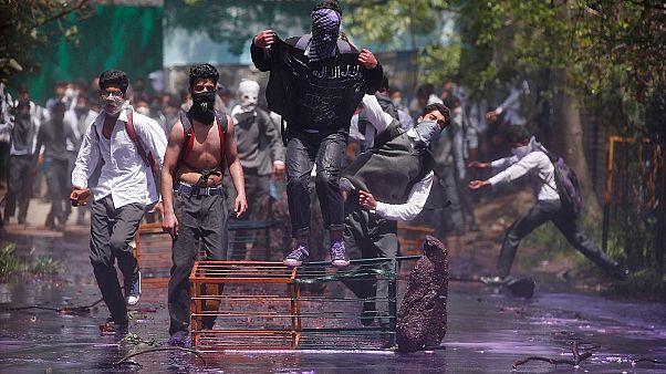 درگیری مخالفان دولت با نیروهای پلیس در کشمیر