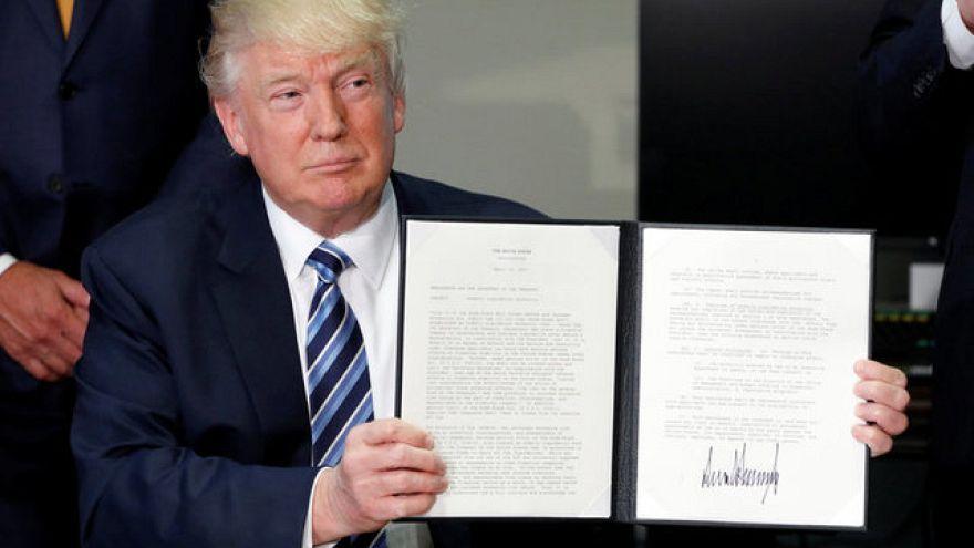 ترامب يدرس توسيع حظر الأجهزة الإلكترونية داخل مقصورات الركاب ليشمل أوروبا
