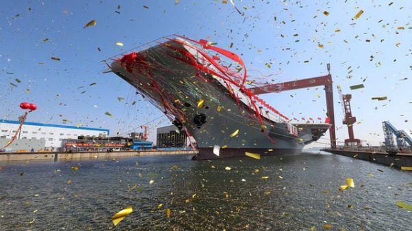 اولین ناو هواپیمابر ساخت چین به آب انداخته شد