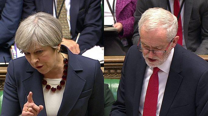 Intercambio de acusaciones entre May y Corbyn en su último careo en los Comunes