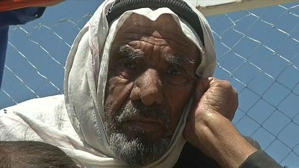 """المدنيون الهاربون من معارك الموصل..بين المعاناة الإنسانية و""""التجاوزات"""" الأمنية"""