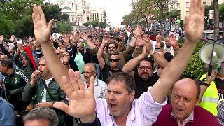 Multitudinaria concentración de taxistas en Madrid contra Uber y Cabify