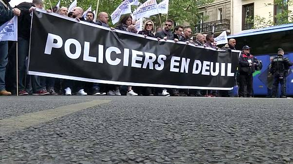 "French police protest over ""lack of recognition"""
