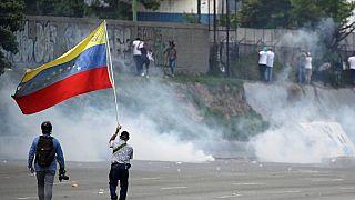 درگیری طرفداران اپوزیسیون ونزوئلا با نیروهای ضد شورش در کاراکاس