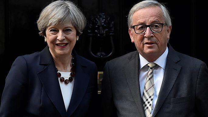 Brexit: Juncker e Barnier ricevuti a Londra dalla Premier May