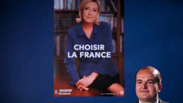 جدل حول الملصقات الانتخابية الجديدة لماكرون و لوبين