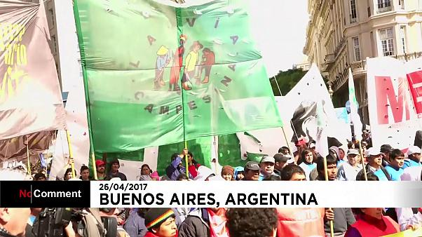Produce given away in Buenos Aires protest