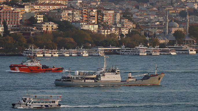Barco militar russo colide com navio de carga ao largo da Turquia e afunda-se