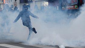 Estudantes parisienses manifestam-se contra Le Pen e Macron
