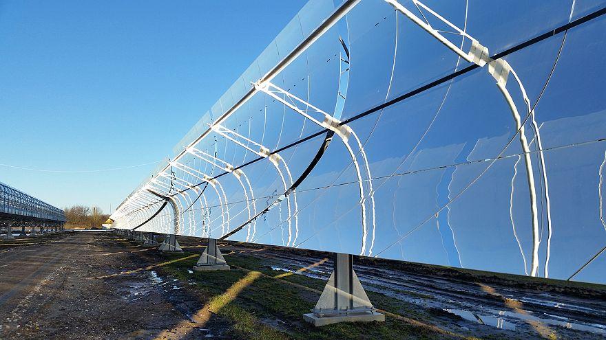 Dinamarca usa energía solar para generar electricidad y calefacción en una única central