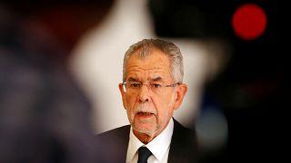 انتقاد رییس جمهوری اتریش از «رفتار خصومت آمیز» با زنان محجبه