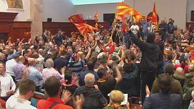 Tüntetők törtek be a macedón parlamentbe