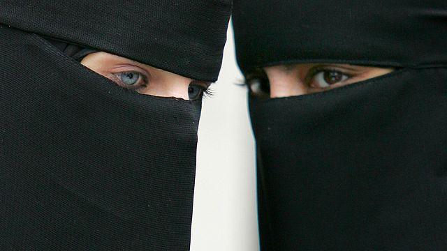 Almanya'da kamu çalışanlarına burka yasağı