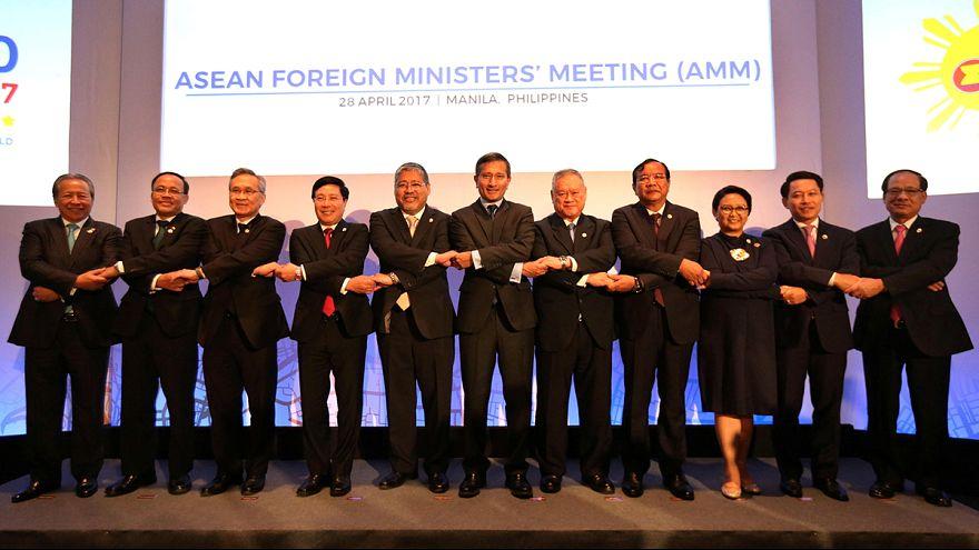 Los ministros de exteriores asiáticos buscan integrar sus economías en la cumbre ASEAN