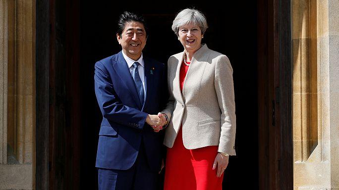 May y Abe se reúnen en las afueras de Londres para hablar de relaciones bilaterales