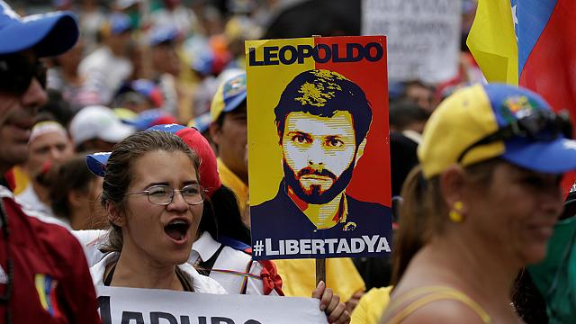 """Protest vor Militärgefängnis in Venezuela: """"Freiheit für López!"""""""