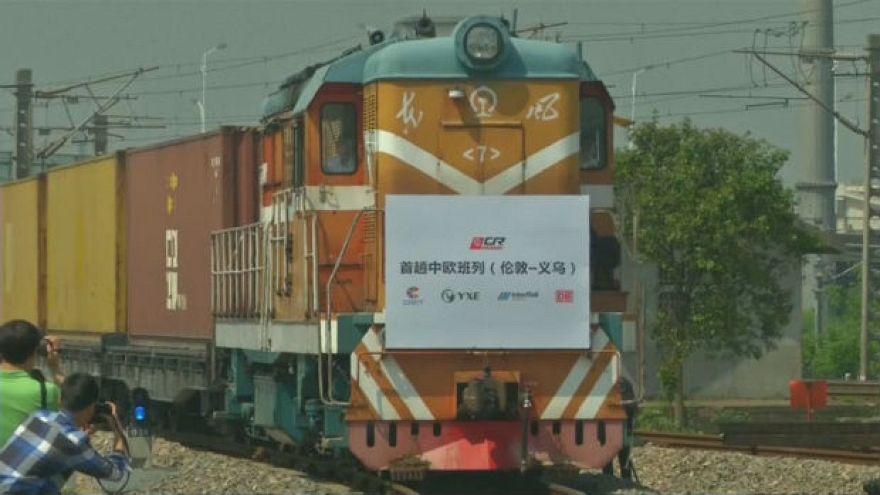 وصول أول قطار من بريطانيا إلى الصين