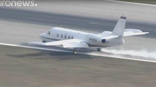 Βίντεο: Αναγκαστική προσγείωση αεροπλάνου – Σύρθηκε στον αεροδιάδρομο!