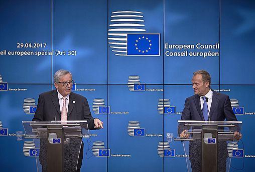 EU leaders approve tough terms for Brexit talks