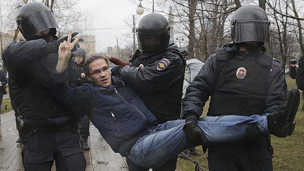 Manifestações contra Putin acabam com detenções em São Petersburgo