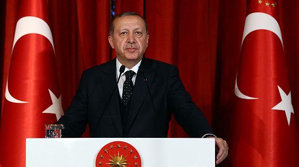 Власти Турции уволили более 3900 госслужащих