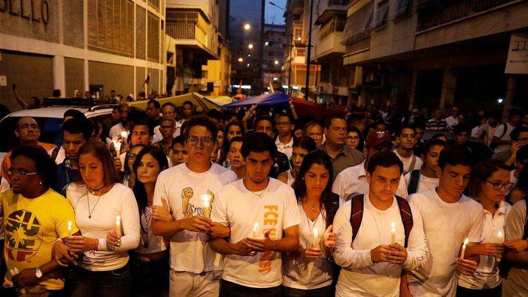 Venezüela gösterilerde ölenler için yasta