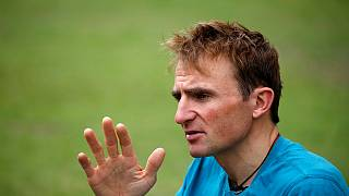 Swiss climber Ueli Steck dies while preparing for Everest climb