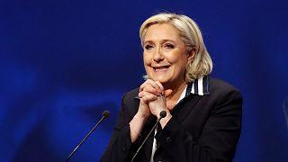 Marine Le Pen habla ahora de cohabitación entre el franco y el euro