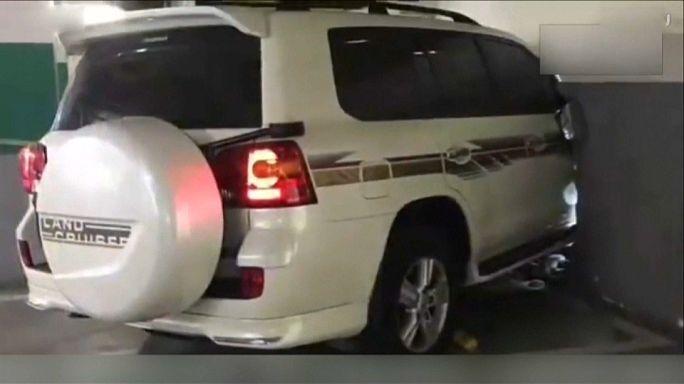 حادثة غريبة تودي بحياة شخص داخل مرآب للسيارات في الصين