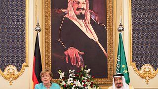 Yemen, diritti umani e affari: la visita di Angela Merkel in Arabia Saudita