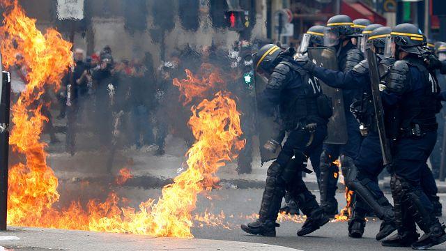 إصابة 6 من الشرطة الفرنسية أثناء اشتباكات مع محتجين في عيد العمال