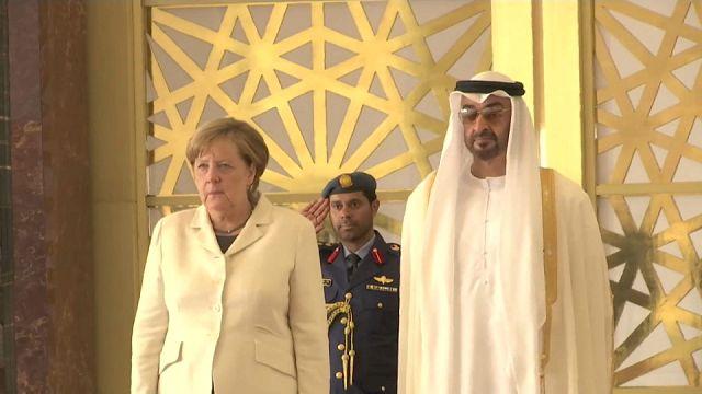 ميركل تبحث في الإمارات سبل مكافحة الإرهاب