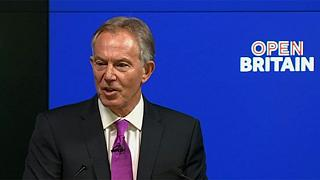 Tony Blair siyasete göz kırptı