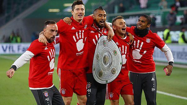 Bundesliga: Bayern München feiert, Wolfsburg taumelt
