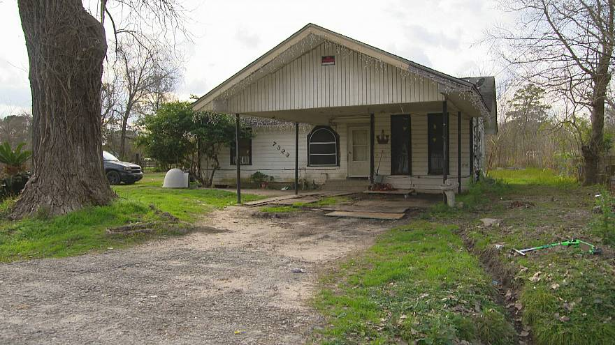 Image: The home where Valladares was held hostage and killed in Houston, Te