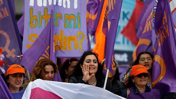 Decenas de detenidos en Estambul tras manifestaciones contra Erdogan