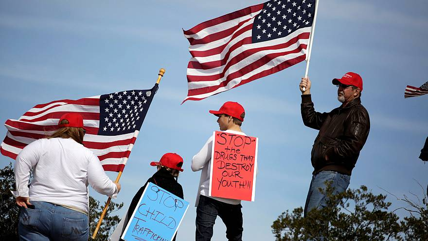 Image: Demonstrators gather at the open border to support construction on a