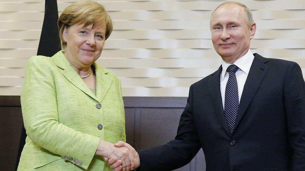 """Russia-Germania: prove di dialogo, Merkel """"per togliere le sanzioni attuare Minsk"""""""