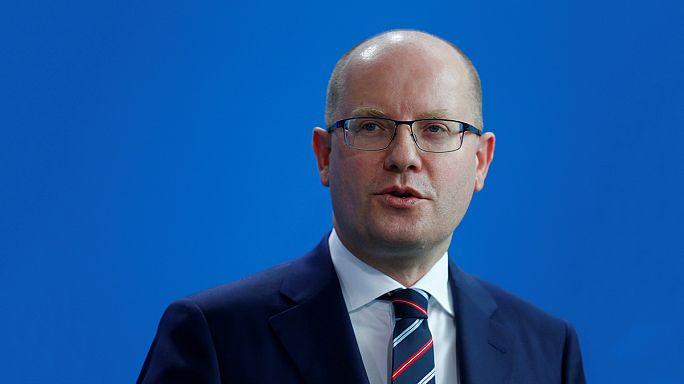 A cseh kormányfő bejelentette kormánya lemondását