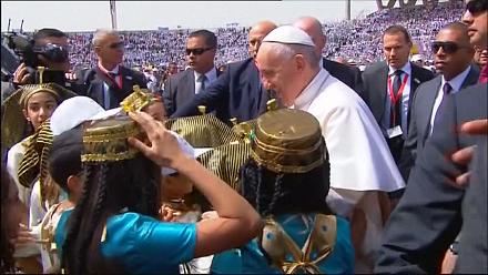 Egypt: Thousands cheer Pope Francis in Cairo [no comment]